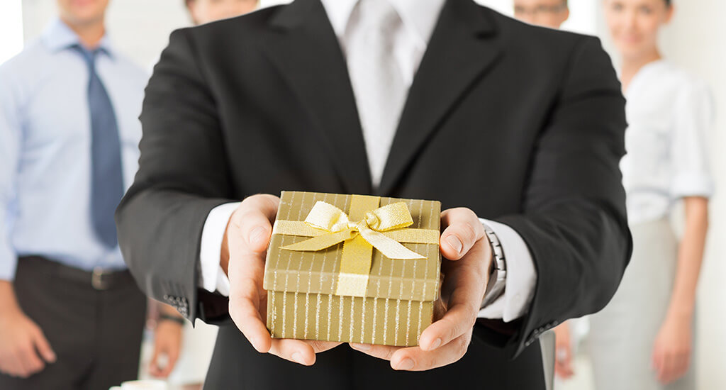 corporate gift ideas for employees in dubai to boost your